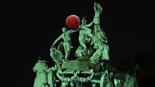比利时布鲁塞尔的月全食