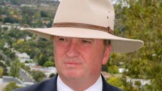 ジョイス氏は副首相辞任を表明した