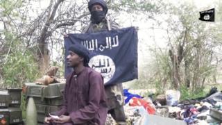 Kenshi Boko Haram ikoresha ibendera ya IS yirabura