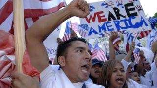 Manifestantes de origen latino en Dallas