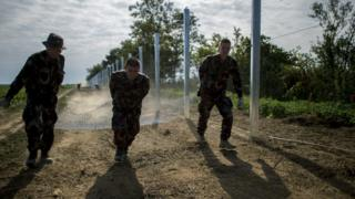 Hungarian soldiers construct temporary fence on border with Croatia (22 Sept)
