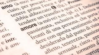 """Un diccionario italiano con la palabra """"amore"""""""
