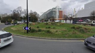 Queen Circus roundabout, Battersea