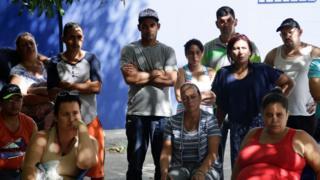 Cubanos esperan en Panamá en su viaje a EE.UU.