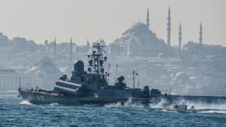Rus korveti Mirazh İstanbul'dan geçerek Suriye'ye giderken