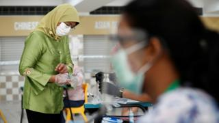 Singapore voters wearing face masks