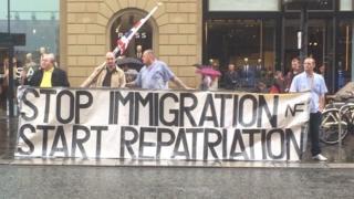 """""""Paremos la inmigración y comencemos la repatriación""""."""
