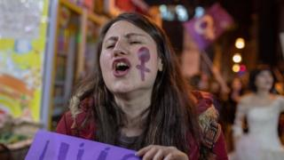 woman demonstrates in istanbul on International women's day