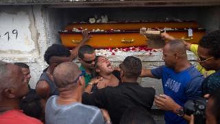 Enterro de Evaldo dos Santos Rosa