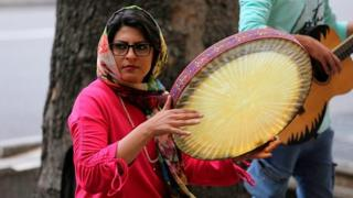 شادی در ایران؛ حکومت حرف خود را میزند، مردم راه خود را میروند