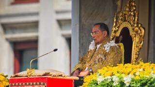 بهومیبول آدولیادی، پادشاه تایلند