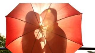 चुंबन की तस्वीरें