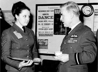 Corporal Janet Huitt speaks with Air Vice Marshal in the Briefing Room at Holmpton