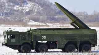 """Поки що Росія лякає ворогів """"Іскандерами"""", дальність яких не перевищує 500 км. Проте в НАТО вважають, що в Росії вже є ракета з більшою дальністю, яка порушує радянсько-американські договори"""