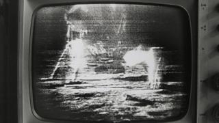 Смазанная телекартинка астронавтов