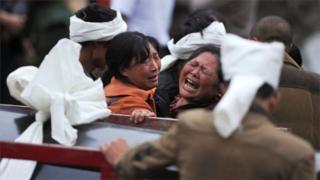 截至當地時間周日(6月25日)14時,現場挖出遇難者遺體10具,93人失聯。
