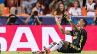 Cristiano Roanldo baada ya kupewa kandi nyekundu