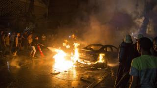 אנשים מכבים שריפה מהתפוצצות במכון הלאומי לסרטן,