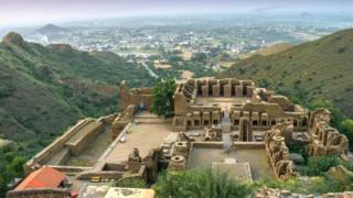 Buddhist ruins of Takht-i-Bahi by Hidayat-ur-Rehman
