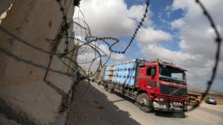 A truck with goods arrives at the Kerem-Shalom border crossing Rafah (August 15, 2018)