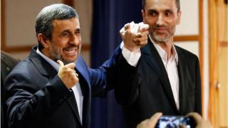 حمید بقایی (راست) در سالهای ریاست جمهوری آقای احمدینژاد رئیس سازمان میراث فرهنگی و در دورهای معاون اجرایی رئیس جمهور بود