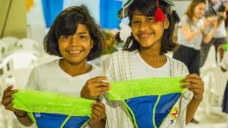 Ideia de absorvente feminino surgiu em viagem à Uganda