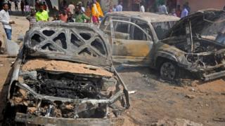 Au moins sept personnes sont mortes dans le double attentat.