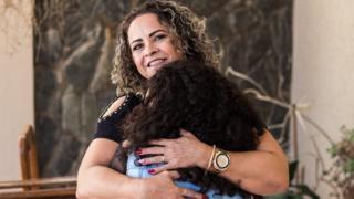 Sandra Castro adotou com a filha Jéssica, 14, adotada após o 'Adoção na Passarela'
