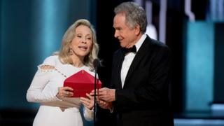 Faye Dunaway and Warren Beatty at Oscars