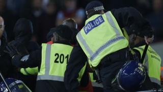Полицейские и стюарды на London Stadium
