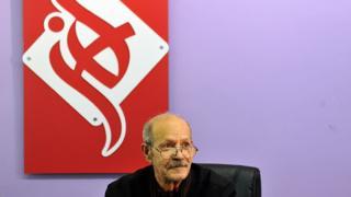 هوشنگ آزادیور، شاعر، مترجم و مستندساز