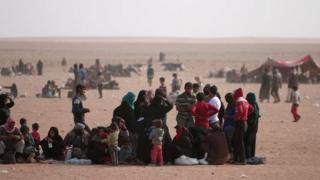 23 oktyabr 2013 - Mosuldan qaçan iraqlı qaçqınlar və suriyalı məcburi köçlünlər İraq sərhədi yaxınlığında