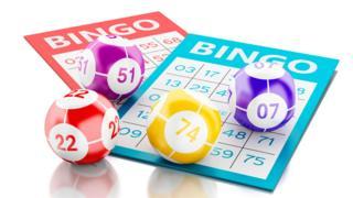Cartones y bolillas de bingo