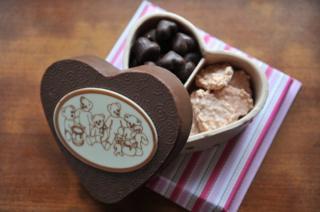 Cokelat kerap menjadi lambang cinta di hari Valentine.