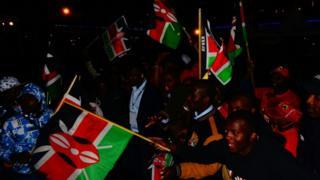 Wafuasi wa Jubilee wakisherekea