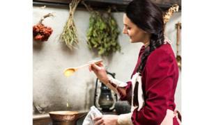 У актрисы, которая исполнит главную роль, на кухне будет дублерша