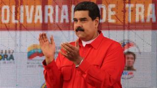 Nicolás Maduro aplaudiendo