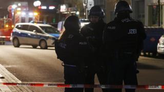 Ataque armado deixa ao menos oito mortos em Hanau, na Alemanha
