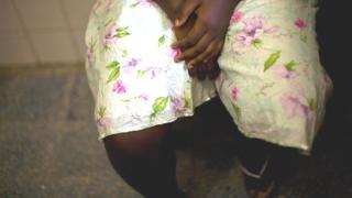 Girl wey fold leg sidon