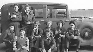 Marjorie and members of the Auxiliary Territorial Service (ATS)