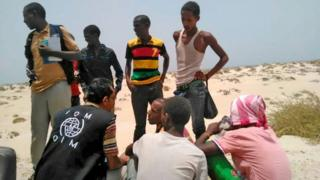 IOM staff members with migrants found on Shabwa beach, Yemen