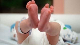 Un bébé est né en Chine d'une mère porteuse quatre ans après la mort de ses parents dans un accident de voiture.