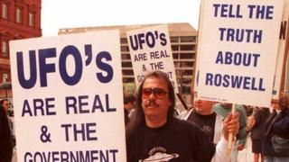 A-UFO-protestor-stands-outside-the-GAO-building-in-Washington-DC-in-1995.