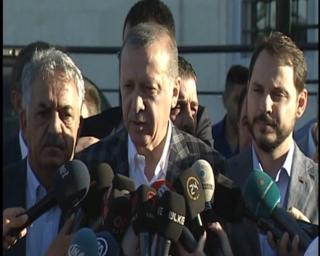 Erdoğan, Üsküdar'daki Hz. Ali Camii'nde bayram namazını kılmasının ardından gazetecilerin sorularını cevapladı.