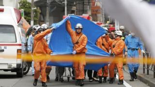رجال الإنقاذ في الموقع