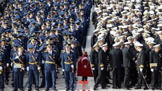 Türk deniz ve hava subayları
