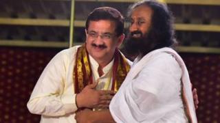वसीम रिज़वी और श्री श्री रविशंकर