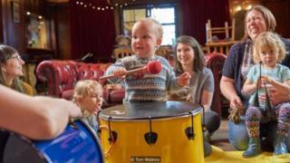 Một số quán rượu thậm chí còn có các hoạt động cho trẻ em