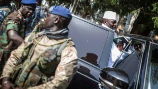Le président sortant de Gambie, Yahya Jammeh, après avoir voté le 1er décembre à Banjul