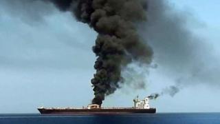petroleiro Front Altair em chamas